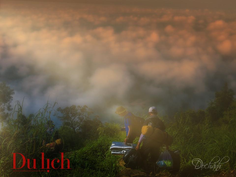 Chuyến săn mây cực thú trong hành trình chinh phục đỉnh núi Bà Đen - 13