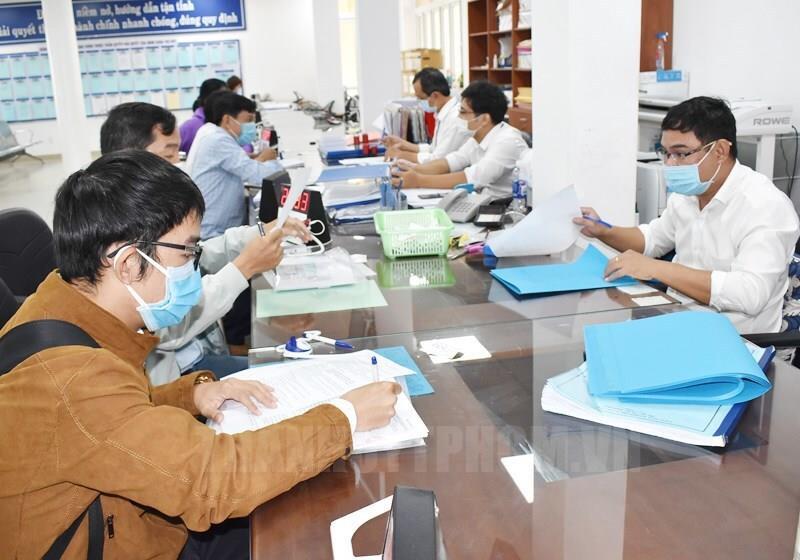 Đề xuất cán bộ ở TP.HCM có thẻ xanh COVID được tới trụ sở làm việc từ 1/10 - 1
