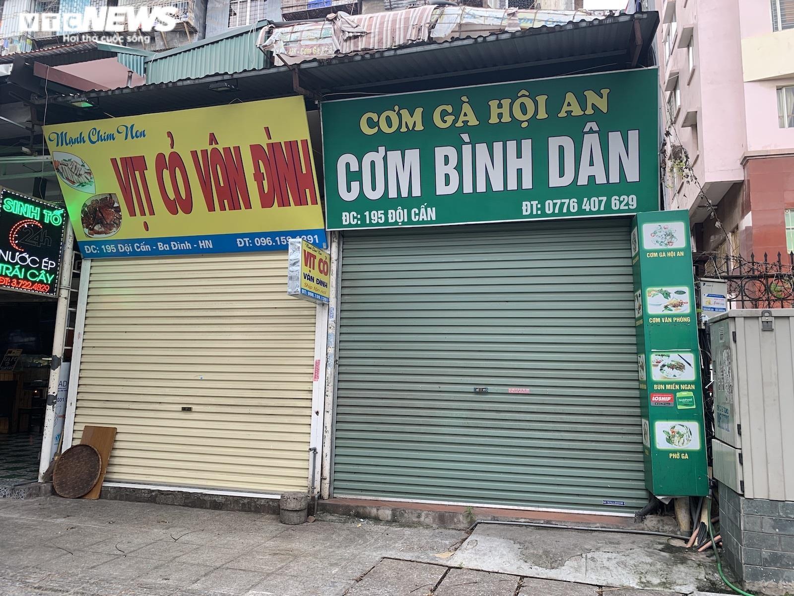 Lý do nhiều cửa hàng ăn tại Hà Nội vẫn đóng cửa dù thuộc diện được bán mang về - 1