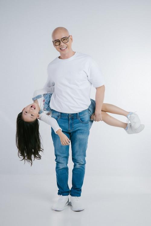 'Cô vy, em đi đi': Bài hát cổ động phòng dịch của Phan Đinh Tùng và con gái 'phá đảo' mạng xã hội