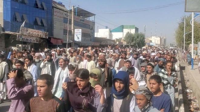 3.000 người Afghanistan bị đuổi khỏi nơi ở dành cho quân nhân chính quyền cũ