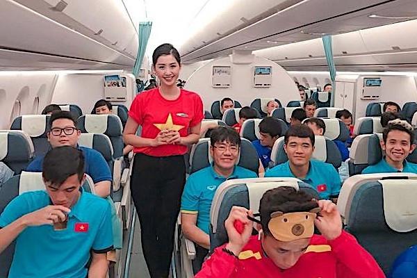 Hotgirl từng thi Hoa hậu Việt Nam: Nghề tiếp viên hàng không dạy tôi nhiều thứ