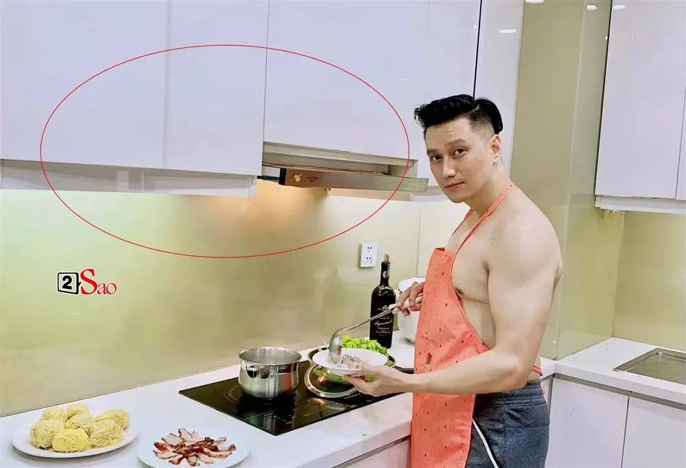 Việt Anh cởi trần vào bếp, lộ chuyện sống với Quỳnh Nga?-4