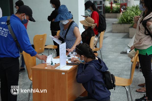 Thủy Tiên công khai sao kê tại ngân hàng: Đúng 177 tỷ đồng-2