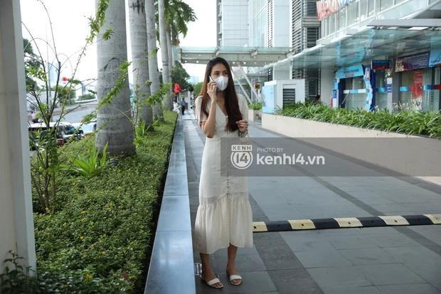 Outfit đi sao kê: Công Vinh bị soi kéo khóa quần - Thủy Tiên chuẩn cô tiên-2