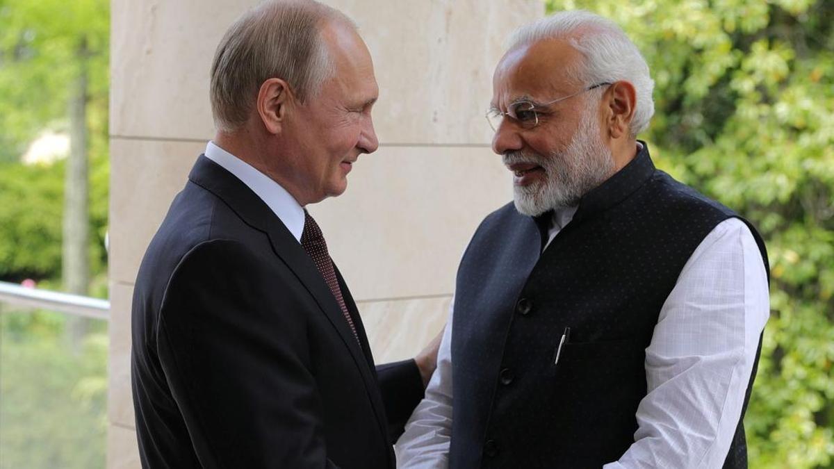Tổng thống Nga Vladimir Putin và Thủ tướng Ấn Độ Narendra Modi đã có cuộc điện đàm 45 phút hồi cuối tháng 8. (Nguồn: BusinessToday.in)