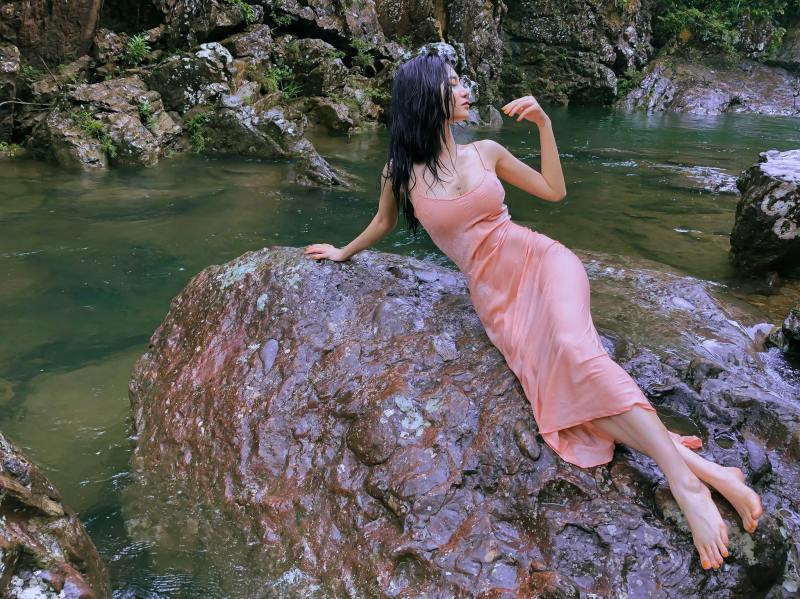 """Ảnh thời trang """"tiên nữ tắm suối"""" của mỹ nữ Quảng Ninh từng ném danh hiệu vào thùng rác - 6"""