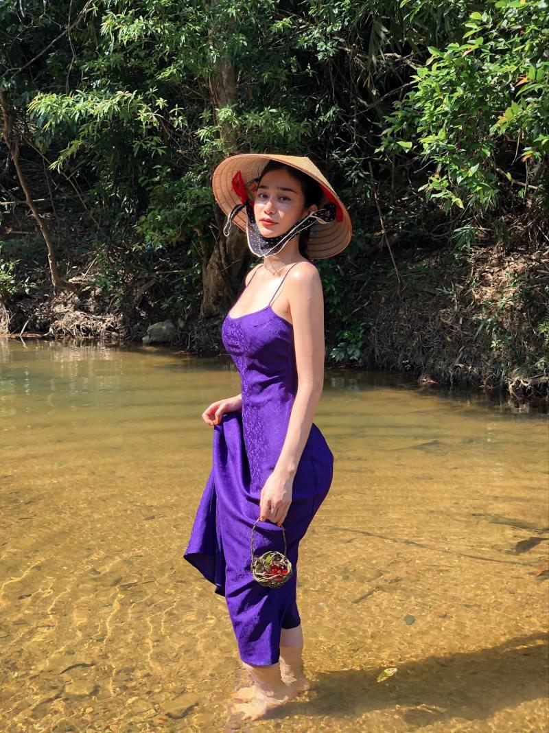 """Ảnh thời trang """"tiên nữ tắm suối"""" của mỹ nữ Quảng Ninh từng ném danh hiệu vào thùng rác - 1"""