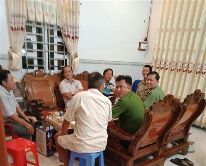 7 cán bộ tụ tập ăn uống lúc giãn cách: Miễn nhiệm một trưởng công an xã - 1