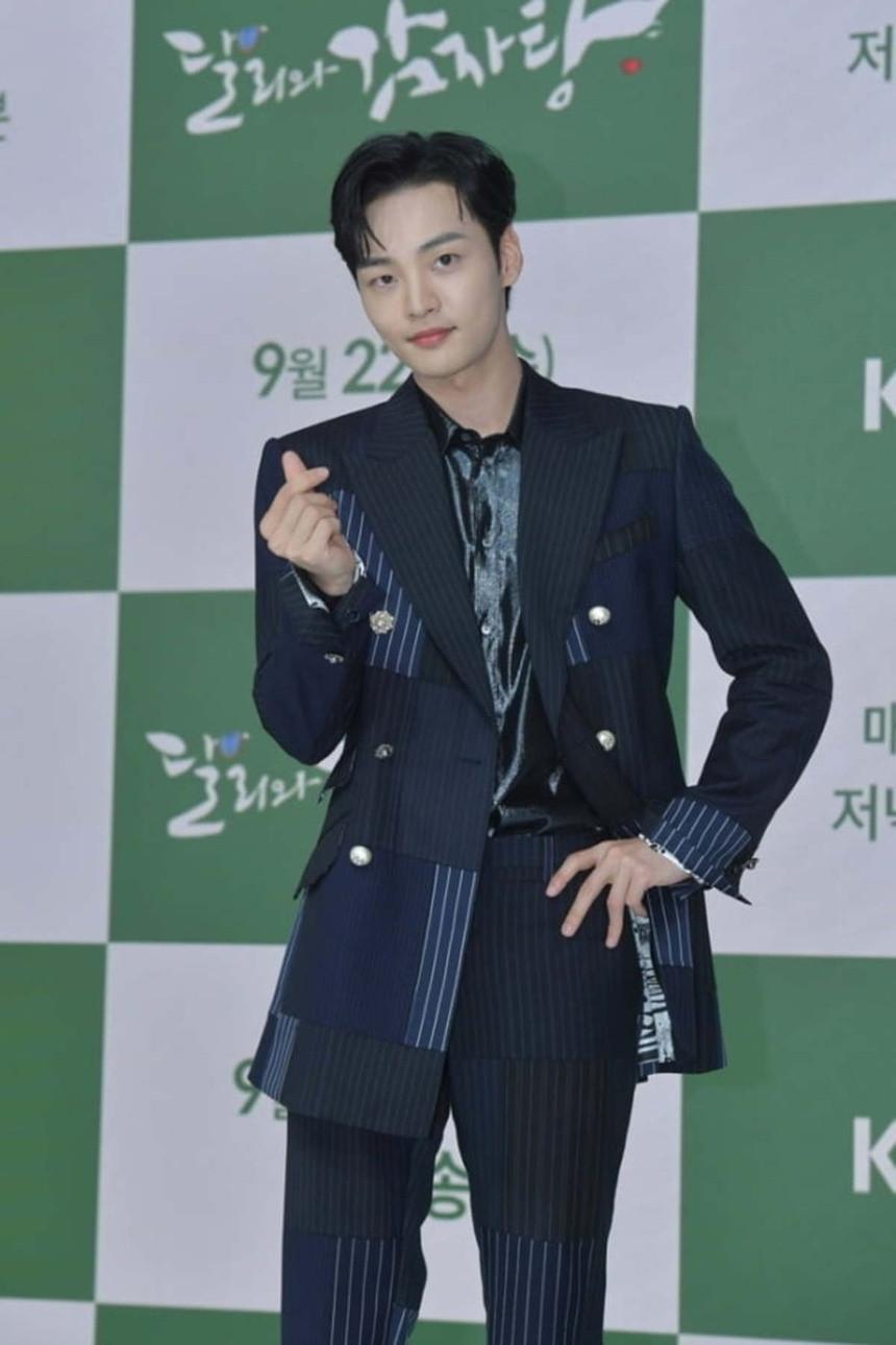 Yeon Woo hen ho Lee Min Ho anh 9