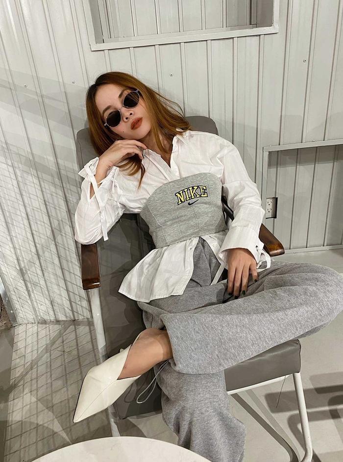 Yến Trang có bộ sưu tập áo sơ mi trắng mix&match cực kỳ đẳng cấp-3