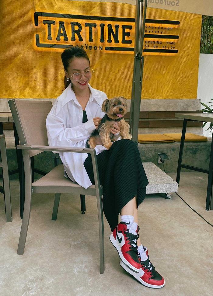 Yến Trang có bộ sưu tập áo sơ mi trắng mix&match cực kỳ đẳng cấp-5