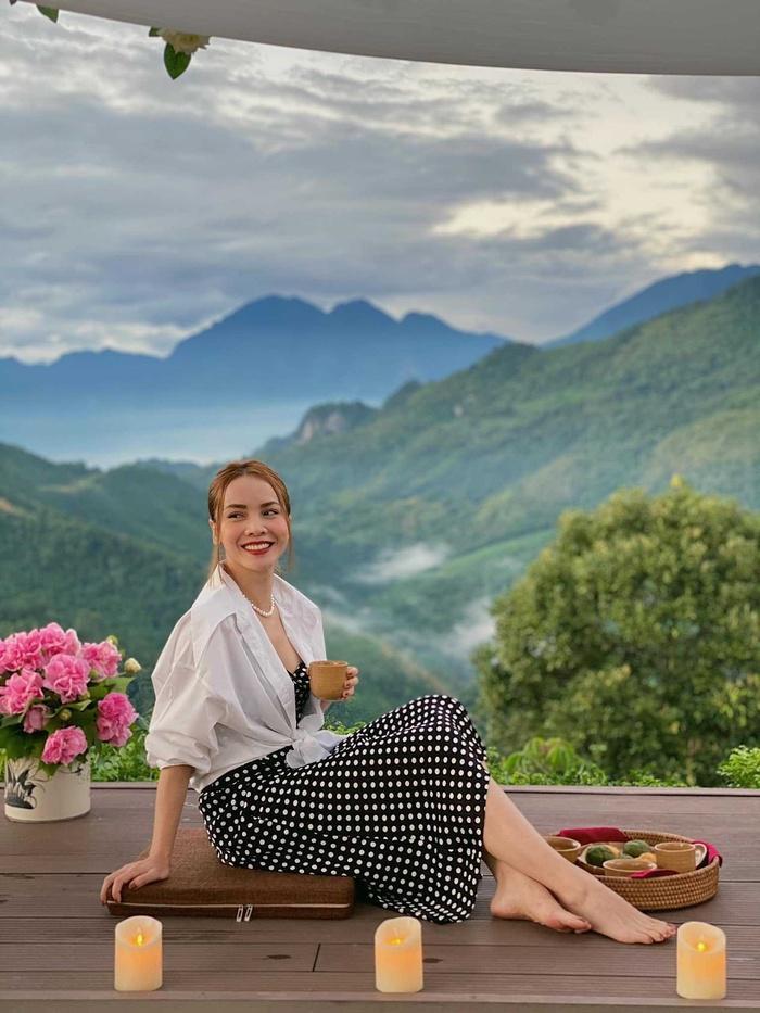 Yến Trang có bộ sưu tập áo sơ mi trắng mix&match cực kỳ đẳng cấp-9