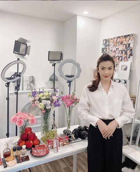 Giỗ Tổ Nghề, Đào Bá Lộc diện cả váy tạo dáng chuẩn Hoa hậu-2