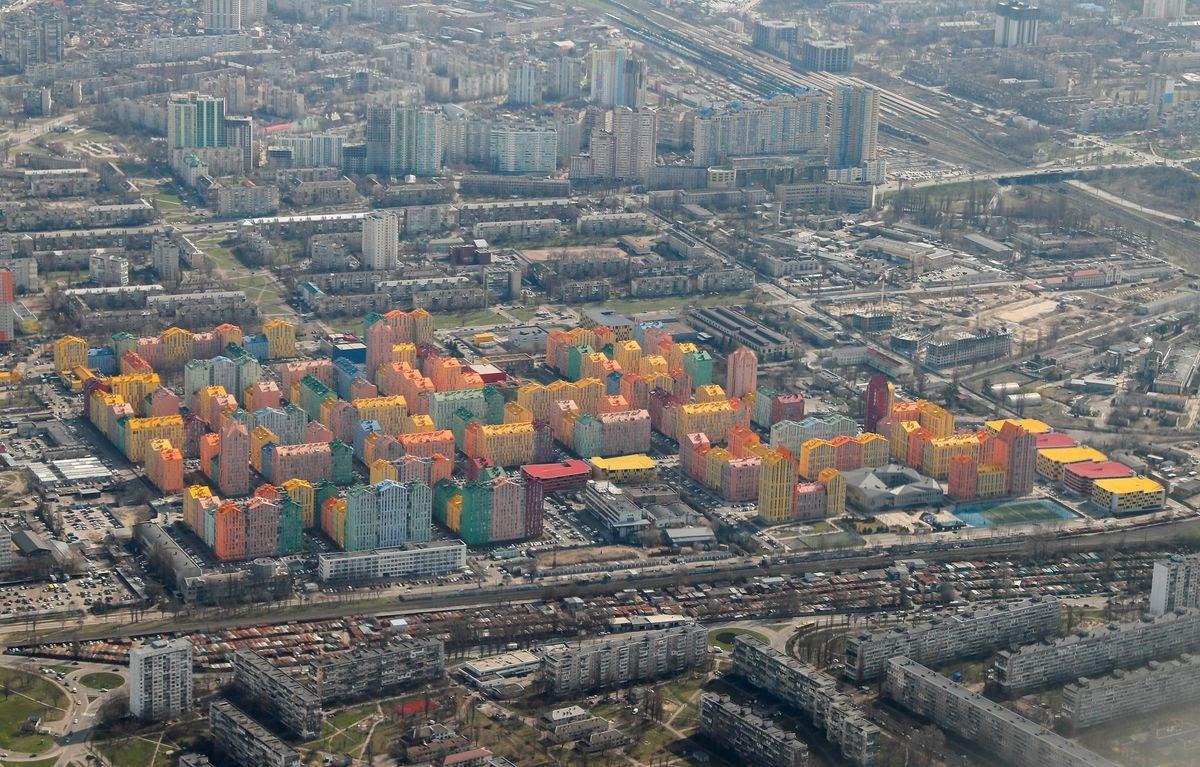 """""""Hiếm có khó tìm"""" khu phố cầu vồng giữa lòng Ukraine - 1"""