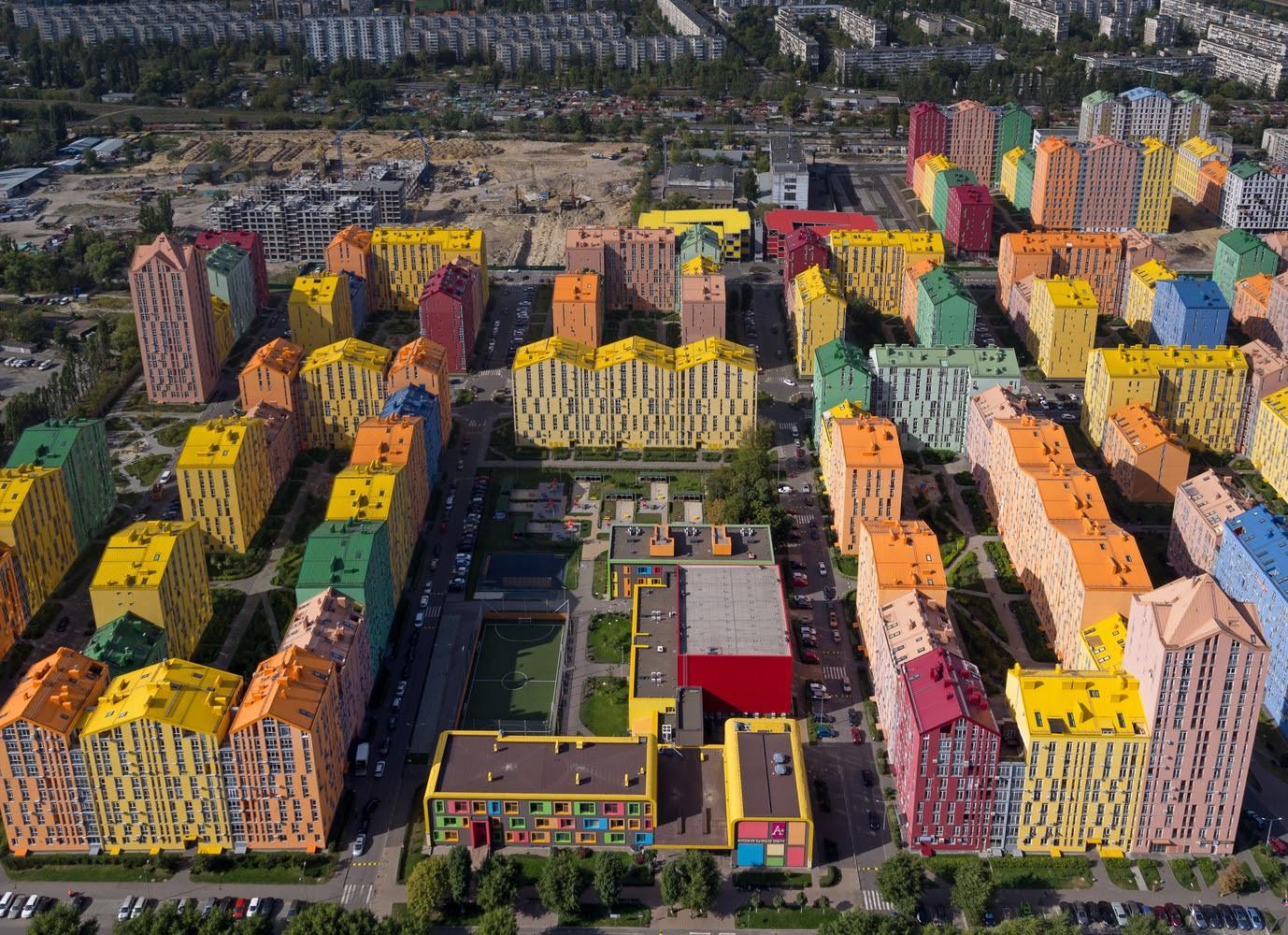"""""""Hiếm có khó tìm"""" khu phố cầu vồng giữa lòng Ukraine - 3"""