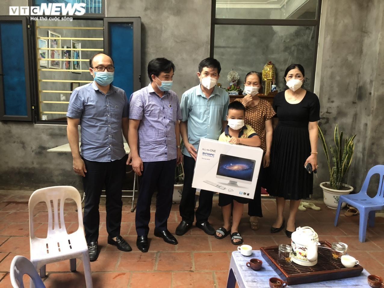 UBND tỉnh Bắc Ninh tặng máy tính cho học sinh khó khăn  - 2