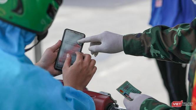 Đà Nẵng xem xét áp dụng thẻ xanh, thẻ vàng, thẻ trắng theo mức độ đã tiêm vaccine thay cho giấy đi đường để người dân tham gia các hoạt động.