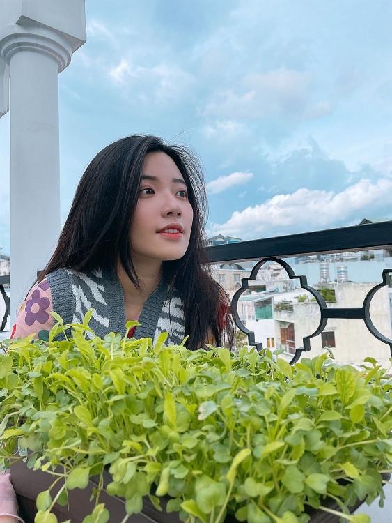 'Ở nhà vui mà': Liêu Hà Trinh hóa 'nông dân' chính hiệu, Fanny Trần trổ tài làm kem từ bánh Oreo