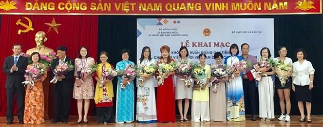 Phổ biến giáo trình dạy tiếng Việt cho giáo viên người Việt Nam ở nước ngoài bằng hình thức trực tuyến