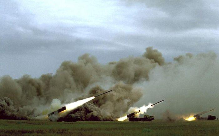Syria dùng pháo phản lực phóng loạt BM-30 Smerch của Nga dội bão lửa vào phiến quân