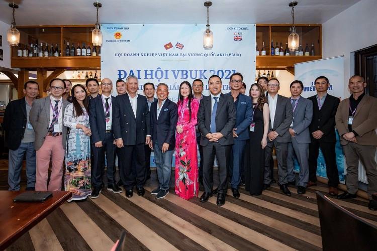 Đại sứ Nguyễn Hoàng Long cùng BCH VBUK nhiệm kỳ 2021-2026