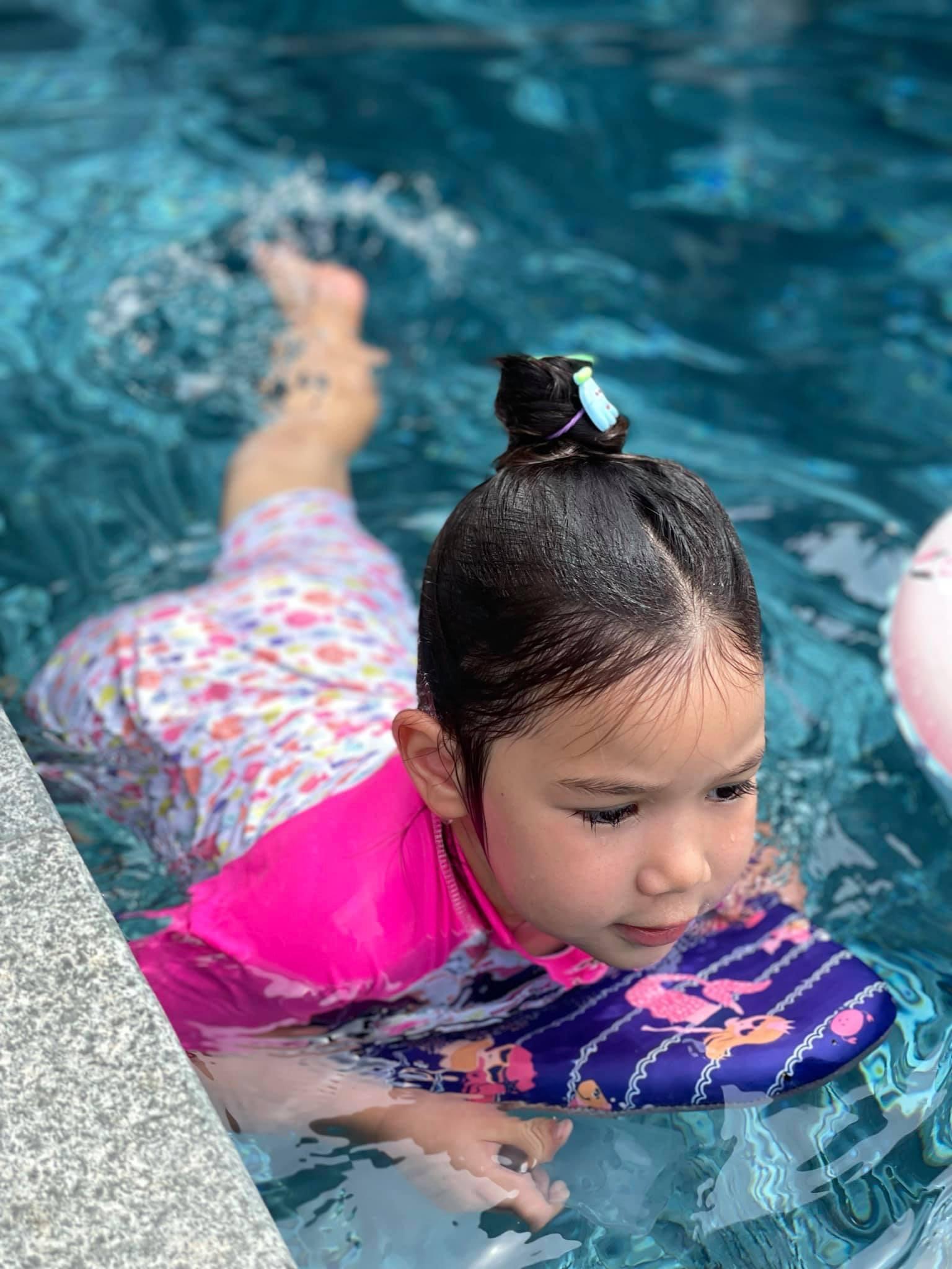 Con gái 3 tuổi đáng yêu của siêu mẫu Hà Anh và chồng Tây