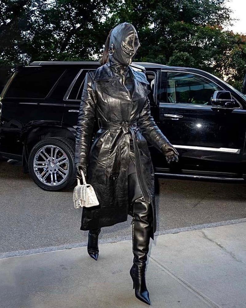 Chán khoe da thịt, Kim Kardashian đổi style kín mít không kẽ hở-6