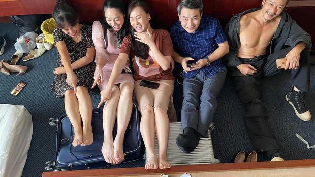 Nam Hương Vị Tình Thân có quên mặc quần không thế?-2