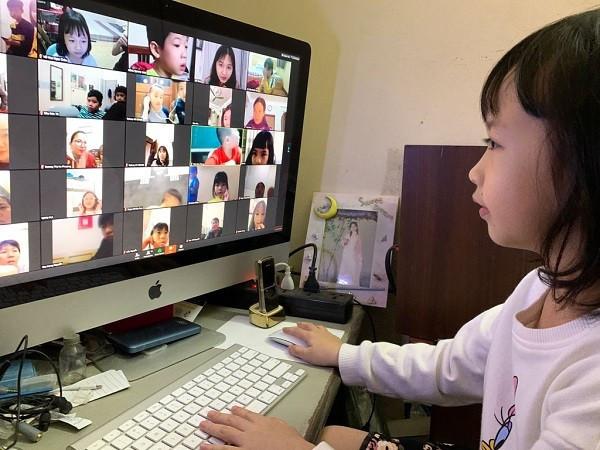 Học trực tuyến lớp 1: Đừng đánh cắp niềm hứng khởi ban đầu của con trẻ!