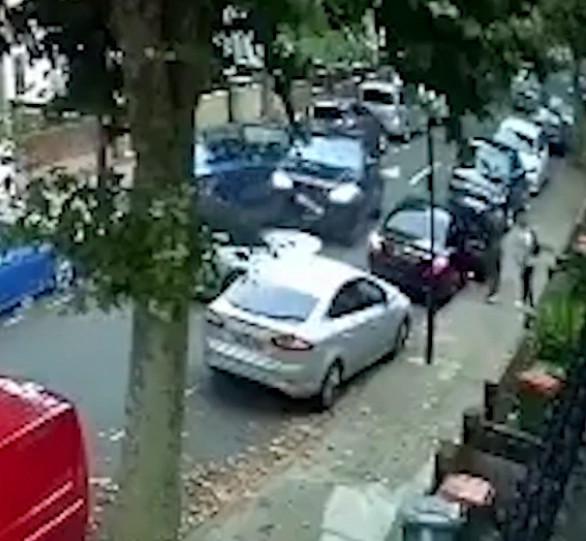 Chiếc Range Rover liên tục đâm xe BMW