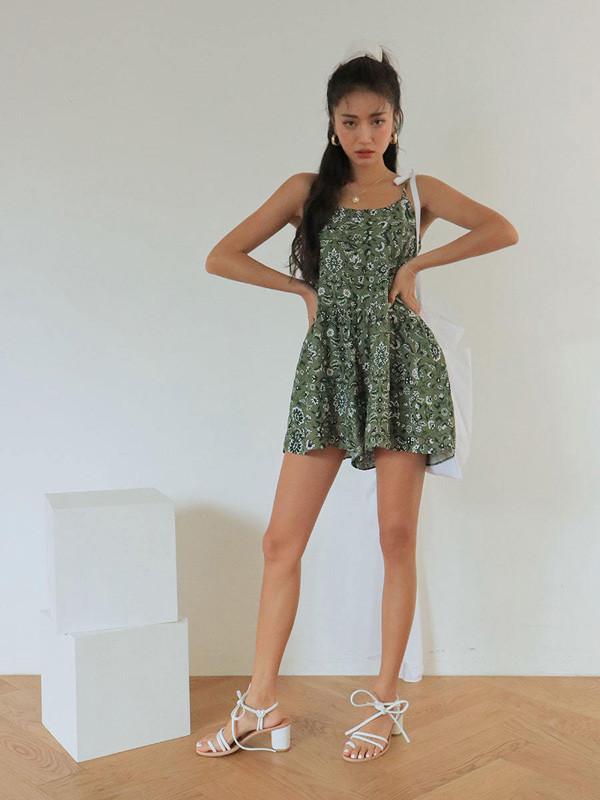 Cô nàng nào cũng nên có một bộ playsuit trẻ trung và tôn dáng - 3