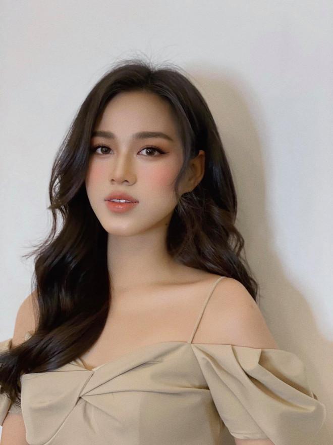 Hoa hậu Đỗ Thị Hà - Lương Thuỳ Linh đọ sắc quyến rũ với váy trễ vai - 3