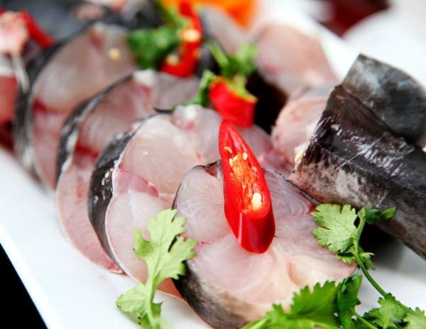 Thưởng thức đặc sản lẩu rau rừng cá lăng - 3