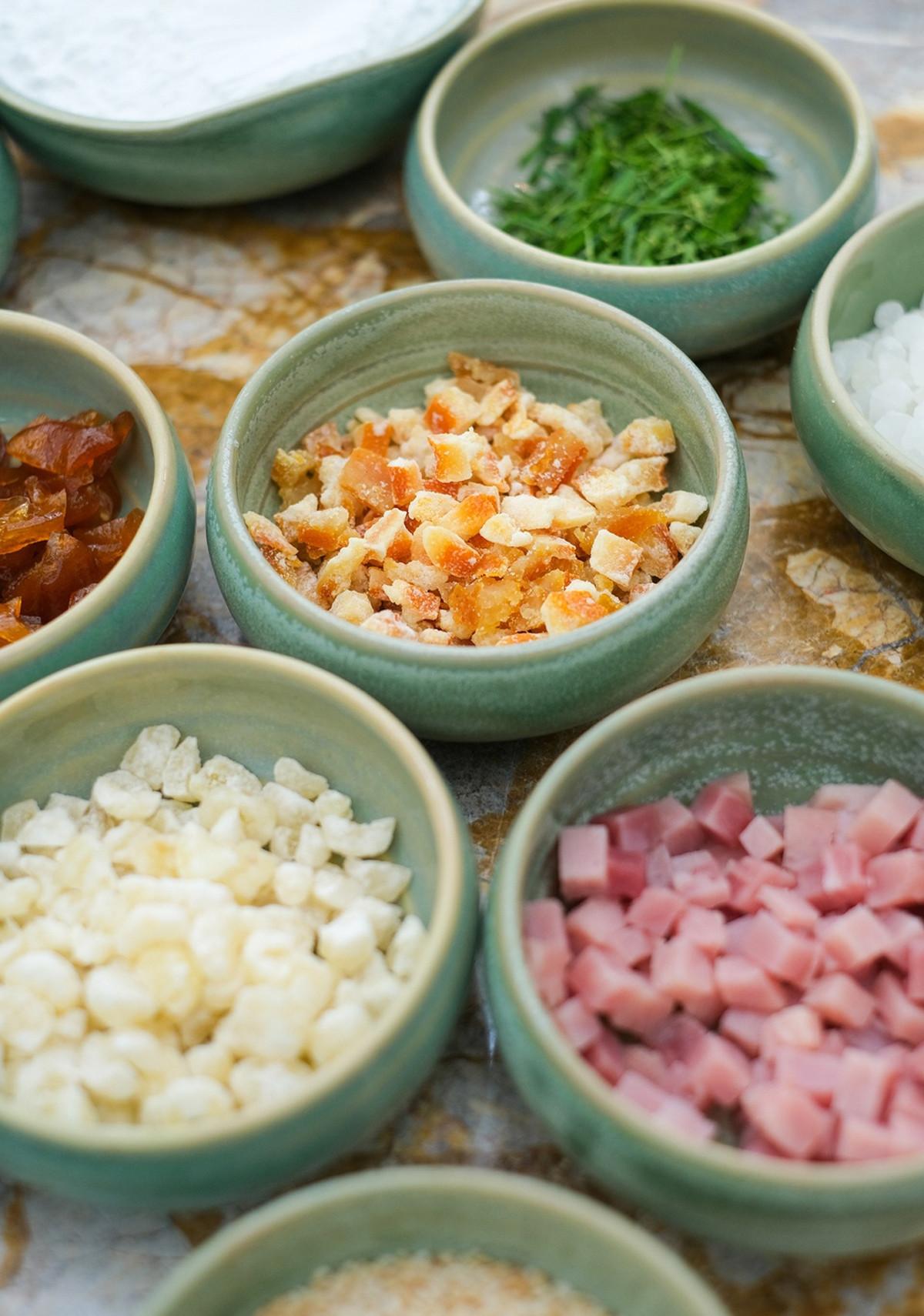 Các loại nhân truyền thống vẫn rất phổ biến, chẳng hạn như: thập cẩm, đậu xanh, hạt sen, trà xanh, khoai môn, trứng muối...