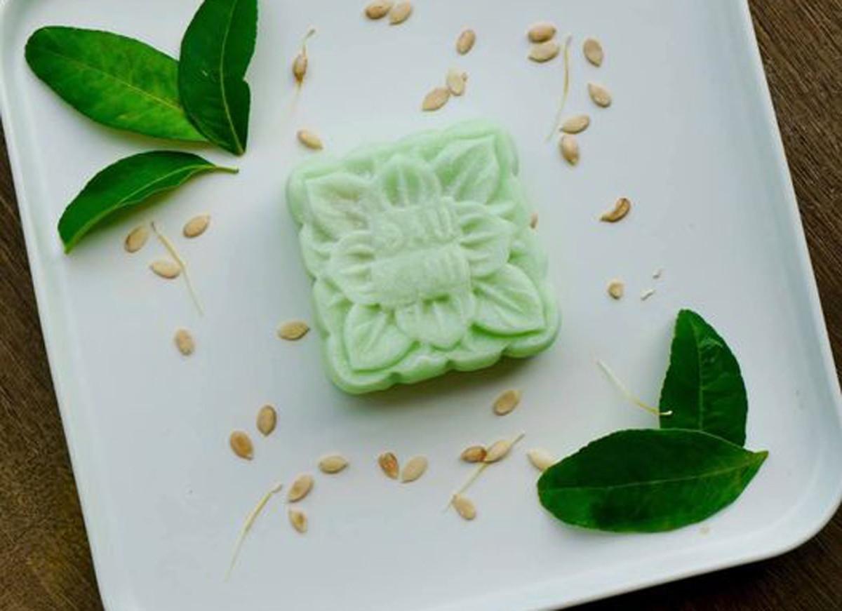 Tiệm bánh truyền thống nổi tiếng trên phố Thụy Khuê của Hà Nội cũng cải tiến mẫu mã và nguyên liệu làm bánh.