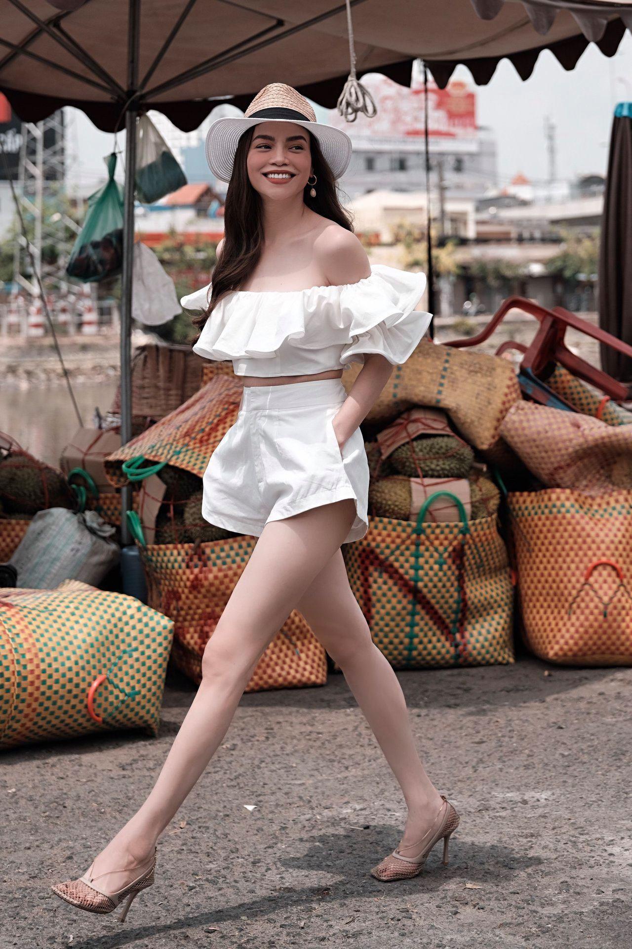 Dù đã 3 con, Hà Hồ vẫn dáng đẹp và thời trang đẳng cấp