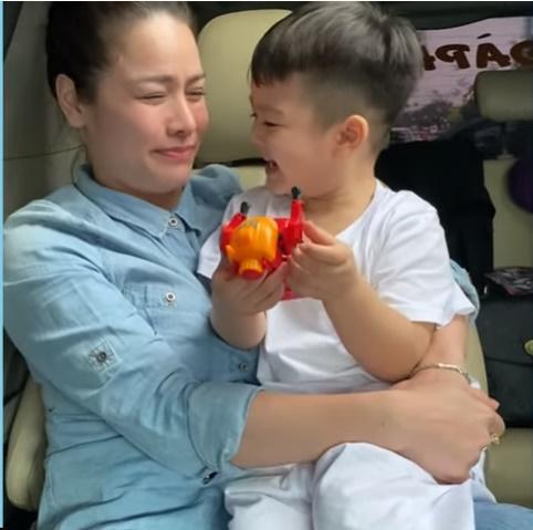 Nhật Kim Anh khóc mừng sinh nhật con, nhắc đến chồng cũ-7