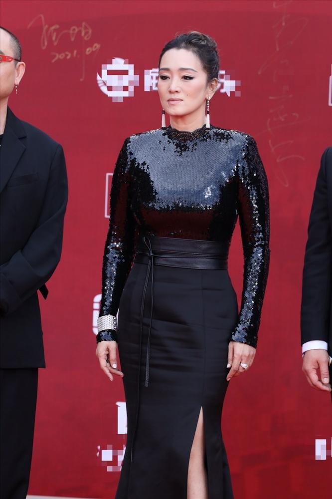 Váy đẹp không cứu nổi body Angela Baby trên thảm đỏ-1