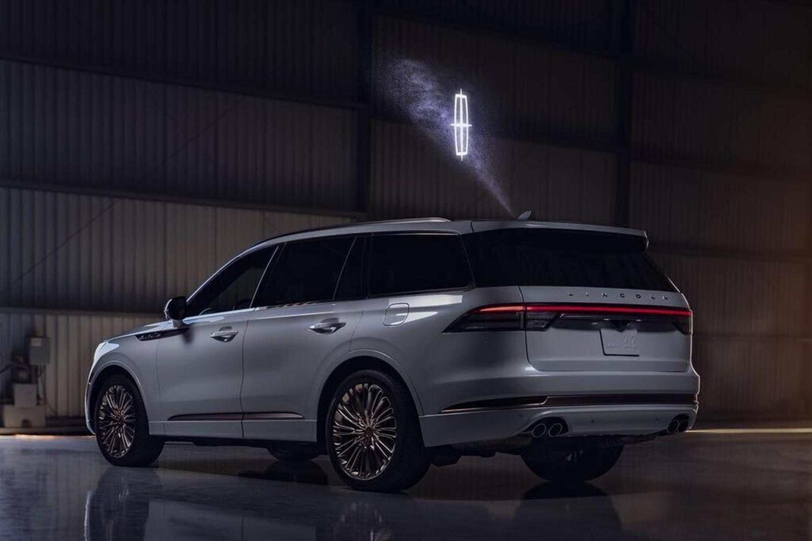 Công nghệ chiếu hình ảnh 3D trên xe Ford