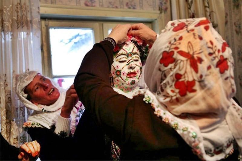 Tập tục hóa trang cô dâu trong ngày tân hôn kỳ lạ nhất thế giới - 5