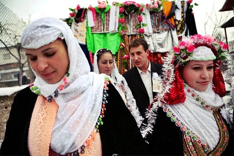 Tập tục hóa trang cô dâu trong ngày tân hôn kỳ lạ nhất thế giới - 10