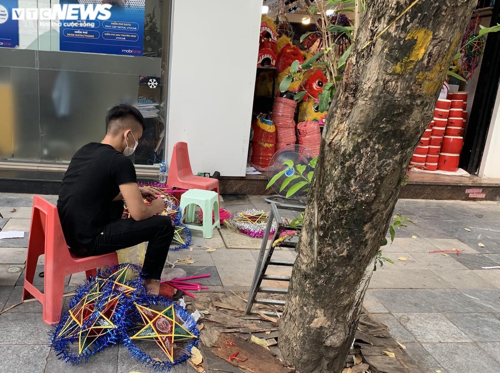 Cảnh bán đồ chơi trung thu lạ đời ở Hà Nội - 10