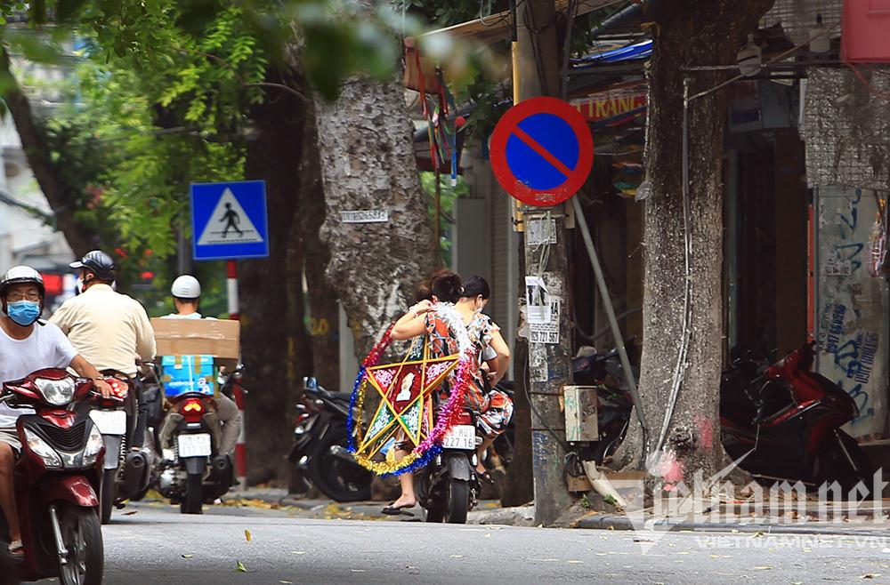 Cảnh chưa từng có ở phố đồ chơi Trung thu lớn nhất Hà thành