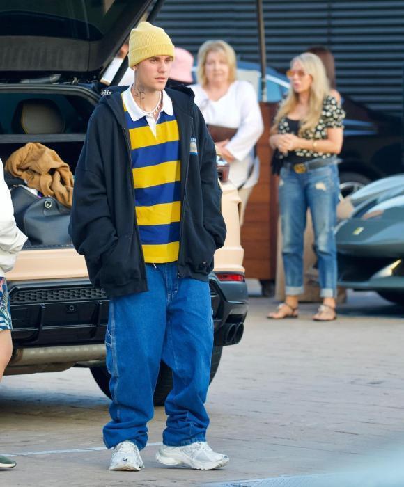 Tưởng lấy vợ trưởng thành hơn, Justin Bieber vẫn mê quần tụt quá lố-2