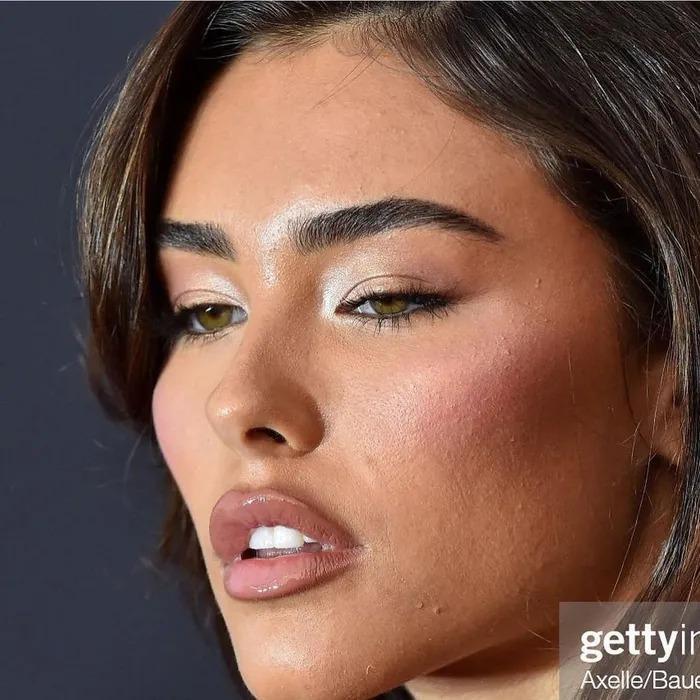 Sao Hollywood lộ da sần sùi khi makeup dày, Kendall Jenner gây bất ngờ-3