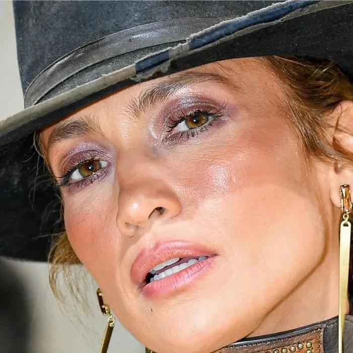 Sao Hollywood lộ da sần sùi khi makeup dày, Kendall Jenner gây bất ngờ-8