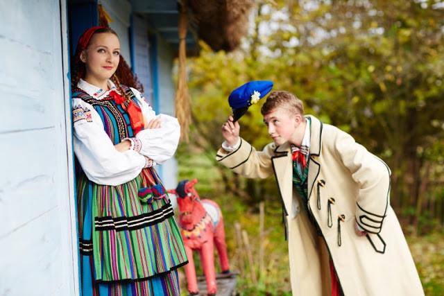 Những trang phục truyền thống ấn tượng và kỳ lạ trên thế giới - 3