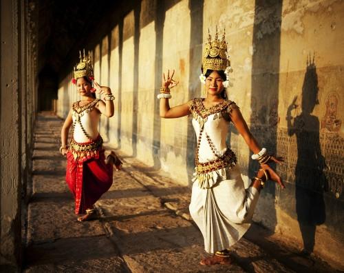 Những trang phục truyền thống ấn tượng và kỳ lạ trên thế giới - 13