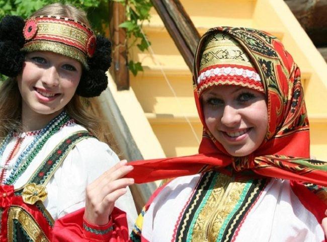 Những trang phục truyền thống ấn tượng và kỳ lạ trên thế giới - 18